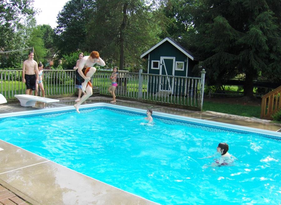Consejos para el mantenimiento de piscinas for Mantenimiento piscina invierno