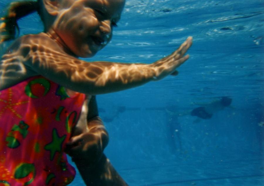 girl_littlegirl_swimming_1146256_h
